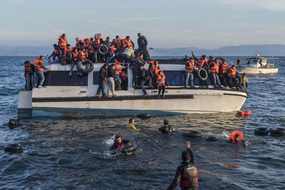 Syrians and Iraq refugees arrive_at Skala Sykamias Lesvos Greece. Source: wikipedia