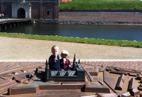 Eva og Christan på Kronborg © Schousboe